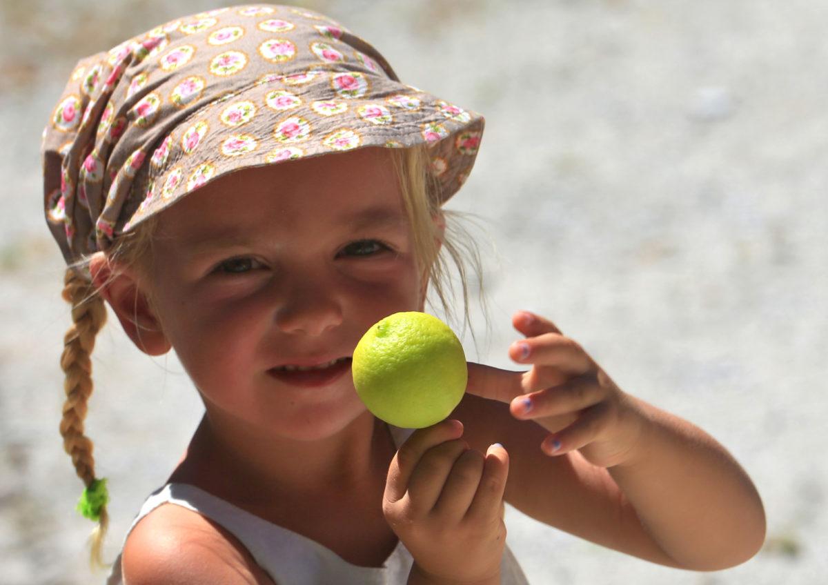 Mia findet frische Limonen